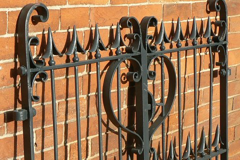 wrought-iron-gates-and-railings-close-up